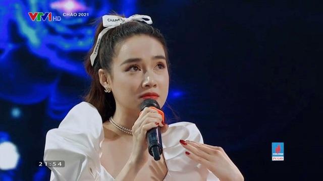 Nha Phuong حتی از تلویزیون بهتر از فتوشاپی بود که کنار Hong Dang نشسته بود - Manh Truong یادآور آسمان خاطرات است - عکس 1.