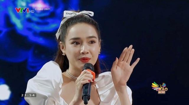 Nha Phuong حتی از تلویزیون بهتر از فتوشاپی بود که کنار Hong Dang نشسته بود - Manh Truong آسمان را به یاد خاطرات می اندازد - عکس 2.
