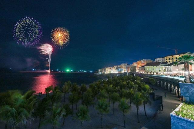 Hàng nghìn người bùng nổ trong Đại nhạc hội New Year countdown 2021 Nam Phú Quốc - Ảnh 10.