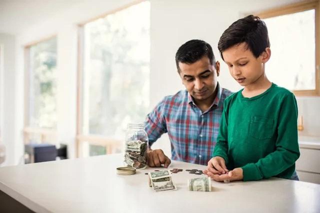 6 sai lầm của cha mẹ khi dạy con về tiền bạc - Ảnh 1.