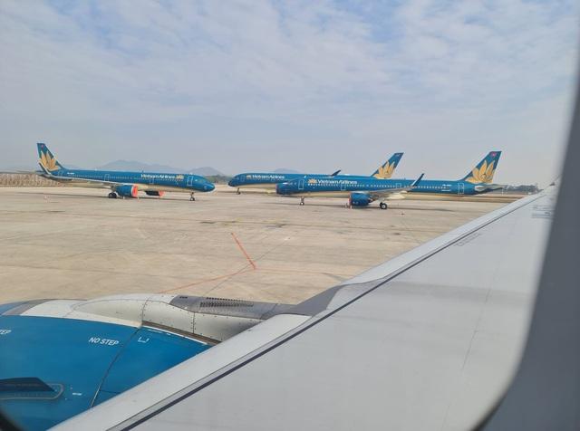 Thời tiết xấu các hãng hàng không bị xáo trộn lịch trình nhiều chuyến bay - Ảnh 2.