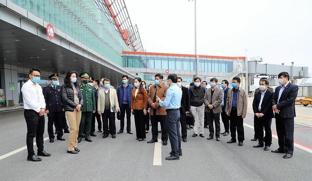 Thứ trưởng Bộ Y tế kiểm tra công tác phòng chống dịch COVID-19 tại Quảng Ninh - Ảnh 1.