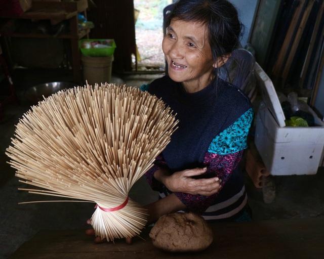 Rực rỡ sắc màu tại làng hương nổi tiếng bậc nhất xứ Huế những ngày giáp Tết - Ảnh 2.