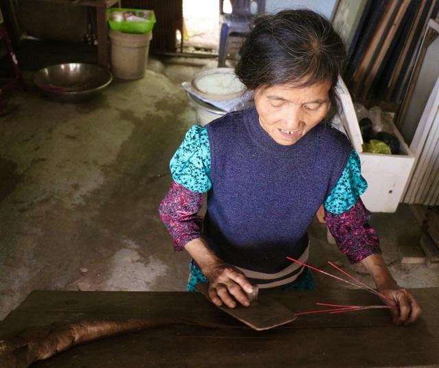 Rực rỡ sắc màu tại làng hương nổi tiếng bậc nhất xứ Huế những ngày giáp Tết - Ảnh 3.