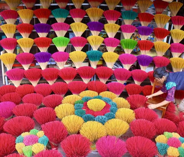 Rực rỡ sắc màu tại làng hương nổi tiếng bậc nhất xứ Huế những ngày giáp Tết - Ảnh 6.