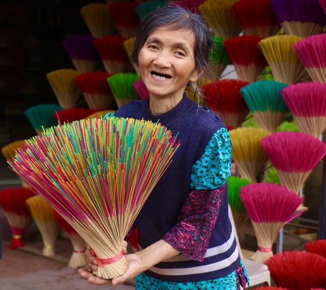 Rực rỡ sắc màu tại làng hương nổi tiếng bậc nhất xứ Huế những ngày giáp Tết - Ảnh 7.
