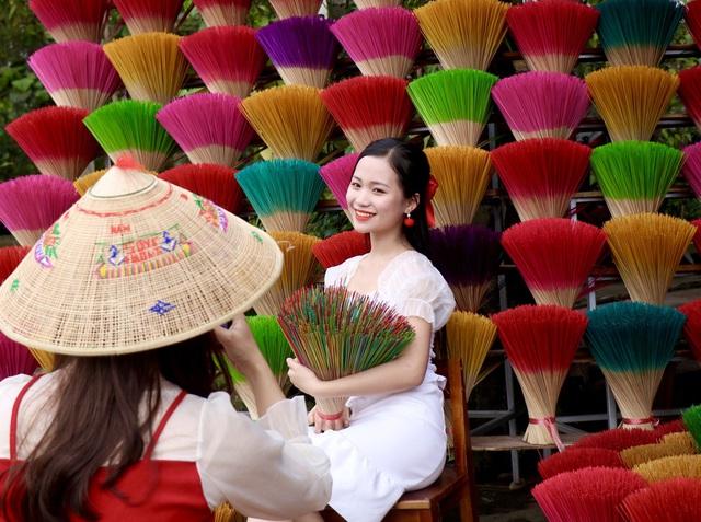 Rực rỡ sắc màu tại làng hương nổi tiếng bậc nhất xứ Huế những ngày giáp Tết - Ảnh 9.