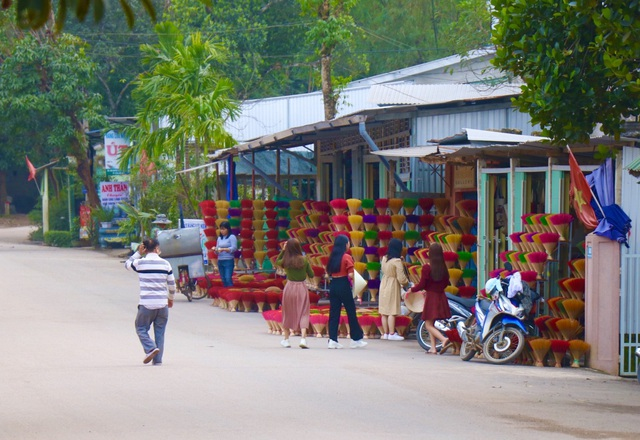 Rực rỡ sắc màu tại làng hương nổi tiếng bậc nhất xứ Huế những ngày giáp Tết - Ảnh 11.