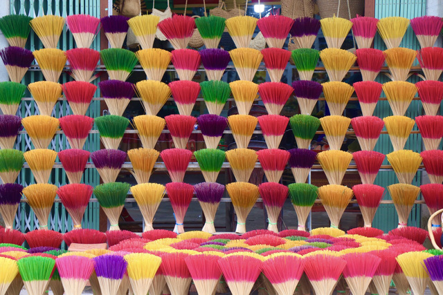 Rực rỡ sắc màu tại làng hương nổi tiếng bậc nhất xứ Huế những ngày giáp Tết - Ảnh 13.