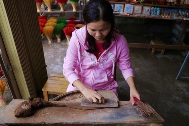 Rực rỡ sắc màu tại làng hương nổi tiếng bậc nhất xứ Huế những ngày giáp Tết - Ảnh 4.