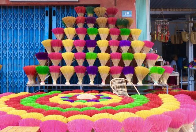 Rực rỡ sắc màu tại làng hương nổi tiếng bậc nhất xứ Huế những ngày giáp Tết - Ảnh 14.