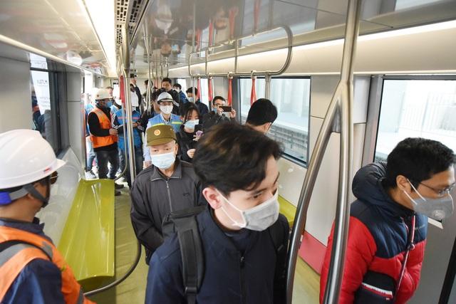 ساکنان پایتخت وقتی اولین ایستگاه راه آهن Nhon را لمس کردند - ایستگاه هانوی - عکس 9 هیجان زده شدند.