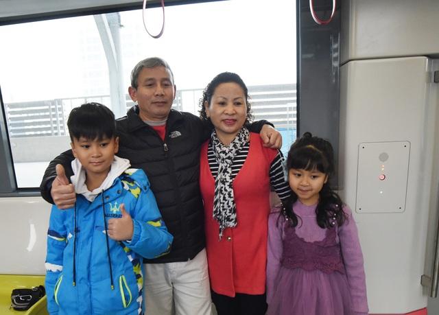 ساکنان پایتخت وقتی اولین ایستگاه راه آهن Nhon را لمس کردند - ایستگاه هانوی - عکس 13 هیجان زده شدند.