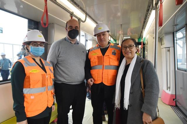 ساکنان پایتخت وقتی اولین ایستگاه راه آهن Nhon - ایستگاه هانوی - را لمس کردند ، هیجان زده شدند.