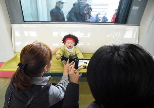 ساکنان پایتخت وقتی اولین ایستگاه راه آهن Nhon را لمس کردند - ایستگاه هانوی - عکس 15 هیجان زده شدند.