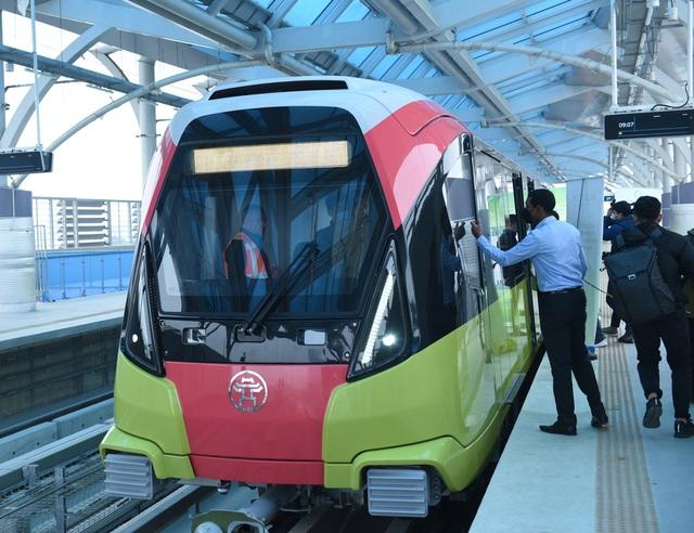 ساکنان پایتخت هنگامی که برای اولین بار ایستگاه راه آهن Nhon - ایستگاه هانوی - عکس 6 را لمس کردند ، هیجان زده شدند.
