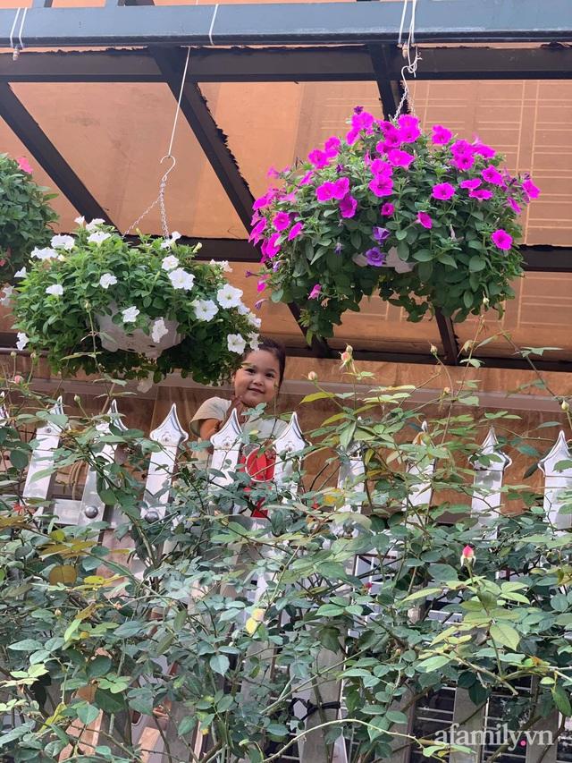 Ngôi nhà quanh năm rực rỡ sắc hương hoa hồng và đủ loại cây ăn quả ở Hà Nội - Ảnh 25.
