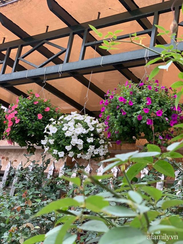 Ngôi nhà quanh năm rực rỡ sắc hương hoa hồng và đủ loại cây ăn quả ở Hà Nội - Ảnh 27.
