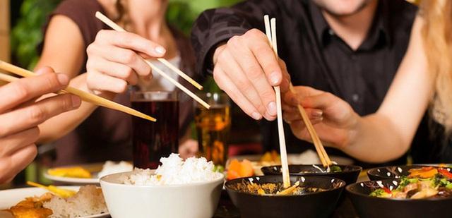 10 quy tắc lịch sự khi đi ăn ai cũng cần biết - Ảnh 3.