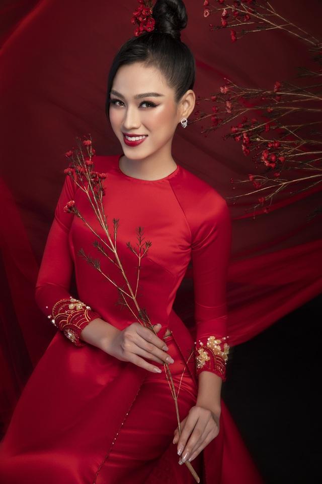 """""""Học lỏm"""" cách """"biến hình"""" thành giai nhân xưa của top 3 Hoa Hậu Việt Nam 2020 - Ảnh 9."""