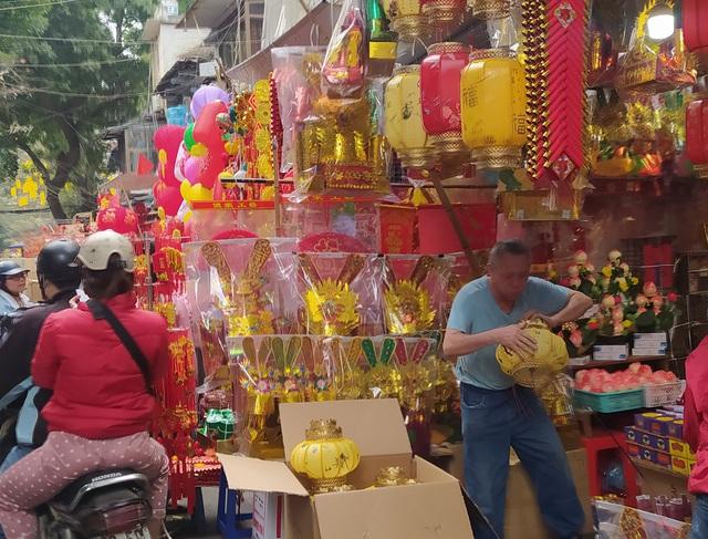 هانوی: شهر کوچک Hang Ma مشغول تعطیلات Tet است - عکس 3.