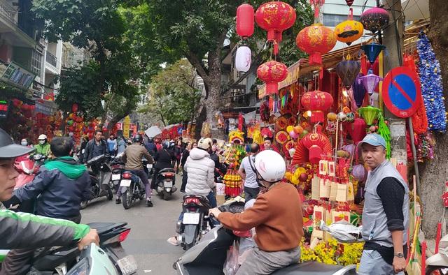 هانوی: شهر Hang Hang در روزهای Tet مشغول است - تصویر 4.
