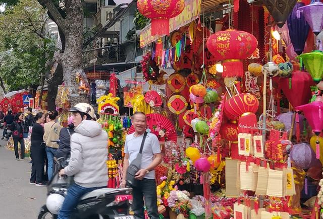 هانوی: شهر Hang Ma مشغول تعطیلات Tet است - عکس 6.