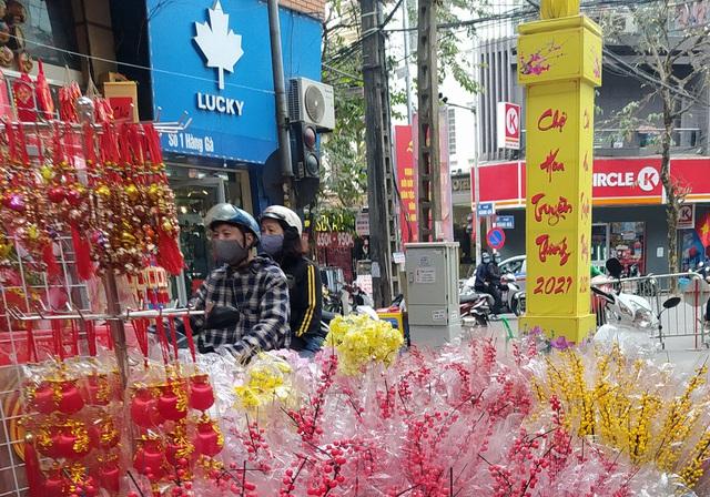 هانوی: شهر Hang Hang مشغول تعطیلات Tet است - عکس 2.