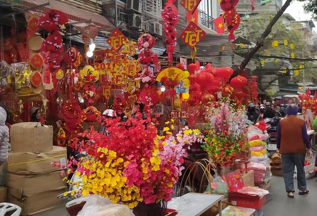 هانوی: شهر Hang Hang مشغول تعطیلات Tet است - عکس 12.