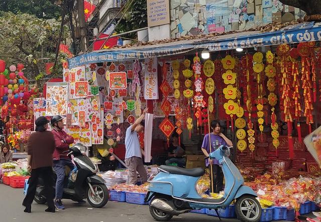 هانوی: شهر Hang Hang مشغول تعطیلات Tet است - عکس 13.