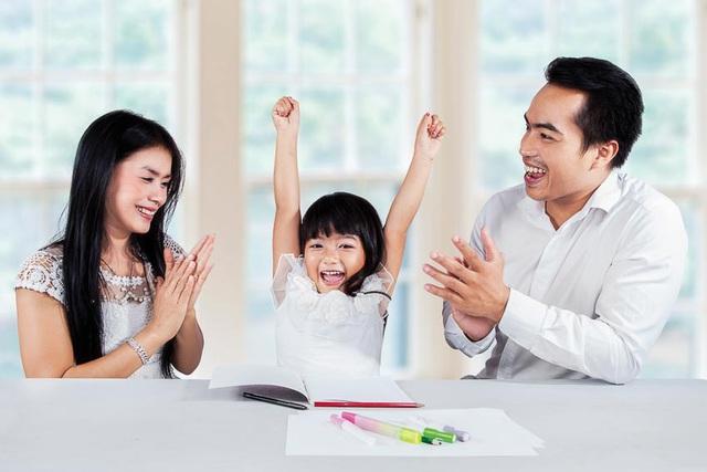 Các mẫu câu nói giúp con tiến bộ mỗi ngày, cha mẹ nên học theo ngay! - Ảnh 1.