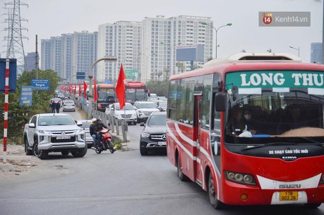 درب ورودی هانوی وحشتناک است ، هزاران وسیله نقلیه پس از تعطیلات سال نو به شهر باز می گردند - عکس 2.