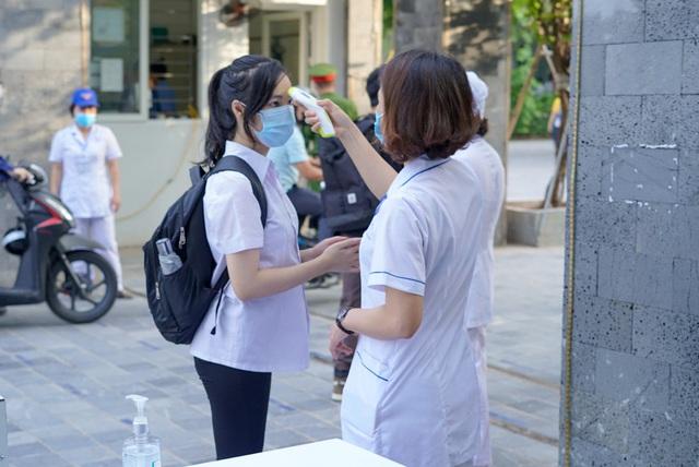 Hà Nội: Cơ sở giáo dục phải thực hiện khai báo y tế điện tử và quét mã QR - Ảnh 1.