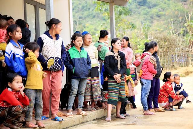 Báo Gia đình và Xã hội tổ chức Chương trình Xuân ấm biên cương đến người dân vùng núi - Ảnh 3.