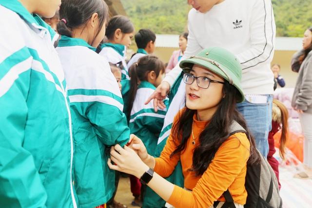 Báo Gia đình và Xã hội tổ chức Chương trình Xuân ấm biên cương đến người dân vùng núi - Ảnh 9.