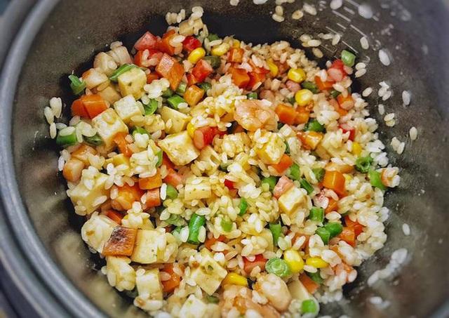 راز پخت برنج مخلوط با اجاق برنج برای گروه تنبل: سریع است ، خوشمزه است ، شگفت انگیز است!  - تصویر 2