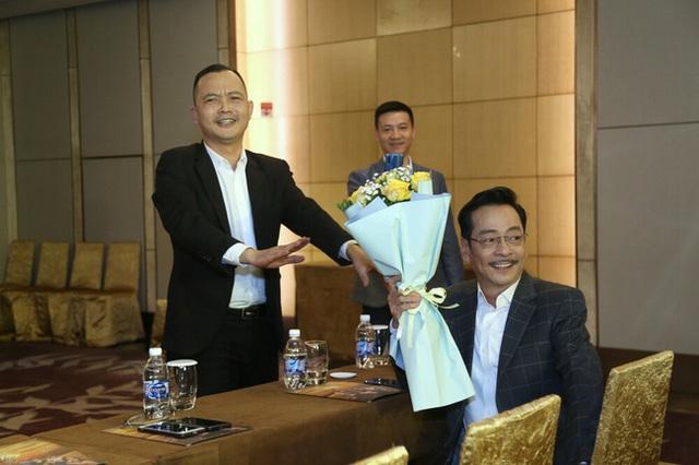 وضعیت سلامت قاضی ارشد - هنرمند مردم هوانگ دونگ پس از جراحی ستون فقرات - عکس 3.
