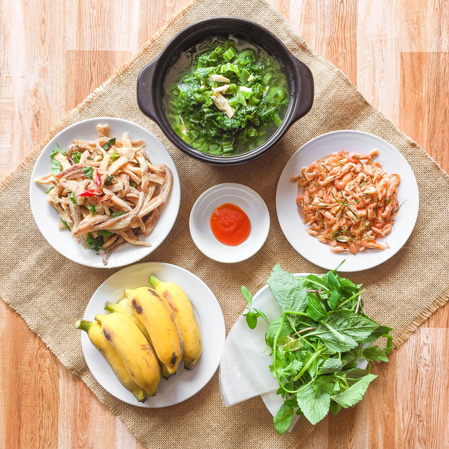 یک سینی برنج در هر وعده غذایی برای 6 نفر بیش از 200 هزار VND نیست ، که هم خوشمزه است و هم زیبا ، همه باید تعارف کنند - عکس 5.