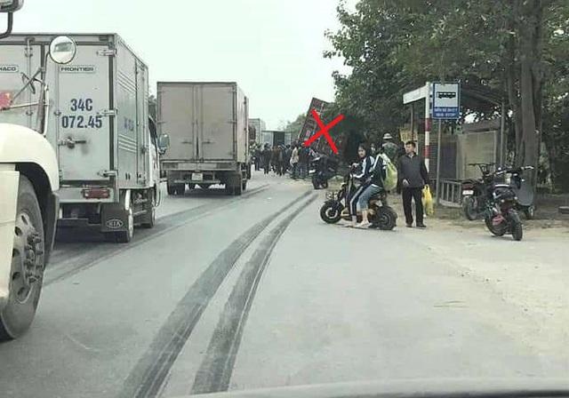 Hai Duong: برخورد با کانتینر ، راننده موتورسیکلت فوت کرد - عکس 2.