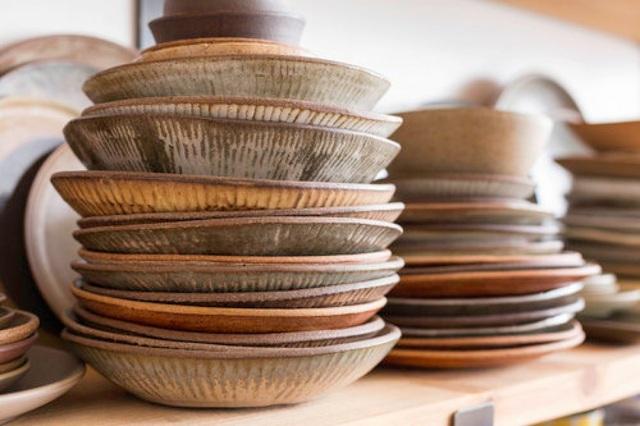 Những mẹo vặt giúp bát đĩa nhà bếp luôn gọn gàng và ngăn nắp - Ảnh 1.