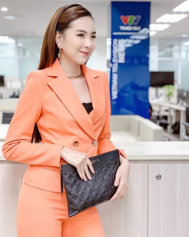 BTV Mai Ngoc 12 روش پوشیدن یک بلیزر استاندارد و ظریف را بیاموزید ، اما به هیچ وجه - عکس 6.
