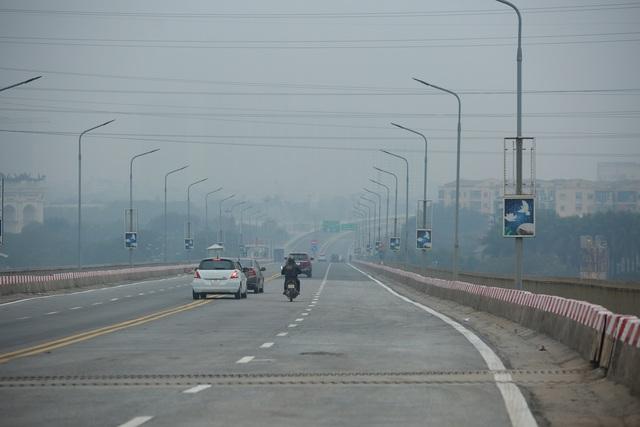 کنترل بار وسیله نقلیه از طریق پل Thang Long برای اطمینان از ایمنی پس از تعمیرات - عکس 3.