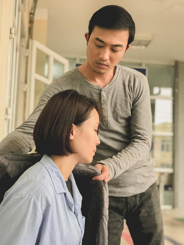 گل آفتابگردان در برابر آفتاب: هونگ دیم به دلیل خیانت توسط هنگ دنگ در بیمارستان بستری شد ، اما آیا پسری خوش تیپ در مراقبت حضور داشت؟  - تصویر 1