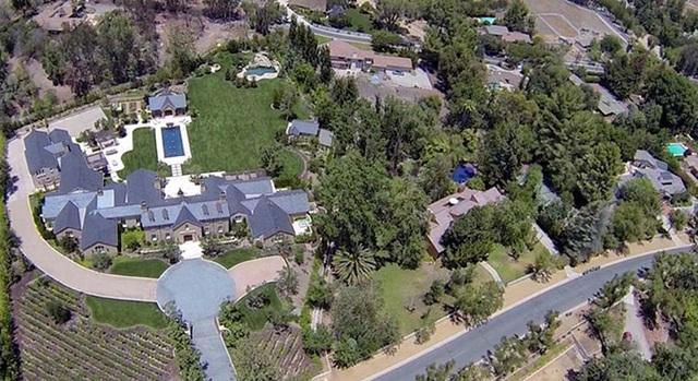 ثروت 2.2 میلیارد دلاری کیم کانی - عکس 3.