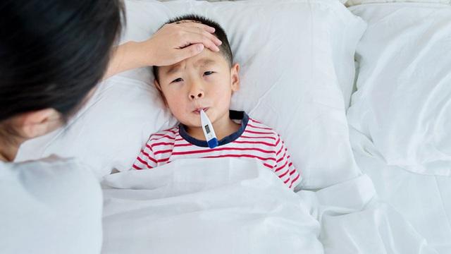 اشتباه بزرگسالان باعث می شود کودکان در هنگام سرما به راحتی بیمار شوند - عکس 1.