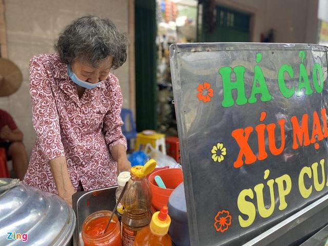 کامیون با پیراشکی ، سوپ خرچنگ که توسط دو زن مسن در شهر هوشی مین فروخته شده است - تصویر 2.