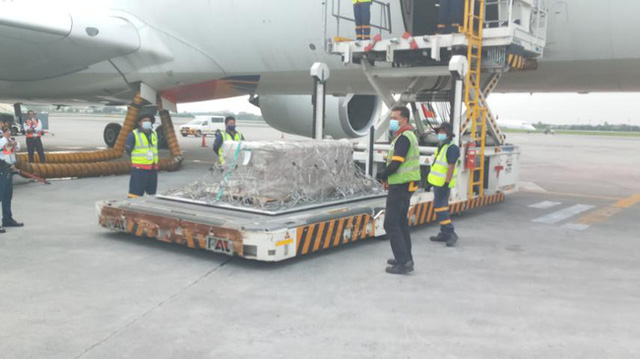 مقام دوم آخرین پرواز به فیلیپین: جسد در یک تابوت سرد است و به خانه منتقل شده است ، یک خاکسپاری خصوصی و اشک آور - عکس 3.