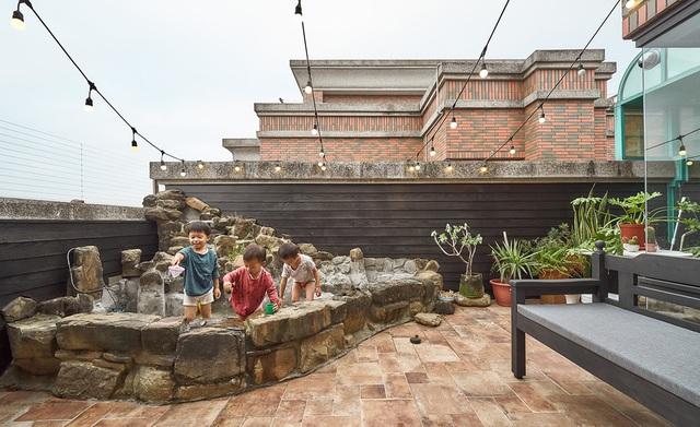 خانه سه طبقه شهر ، پس از بازسازی جادار ، بدون پارتیشن برای 5 عضو برای زندگی شاد در کنار هم - عکس 17.