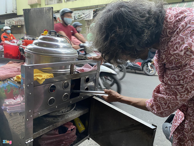 کامیون با پیراشکی ، سوپ خرچنگ که توسط دو زن مسن در شهر هوشی مین فروخته شده است - عکس 6.