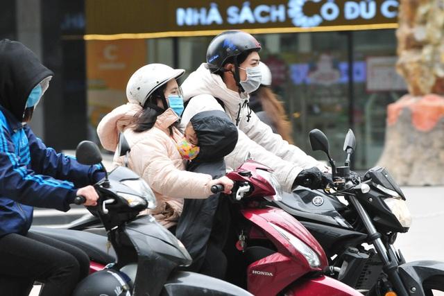 لباس های ویژه هانوی در اولین روز سردترین رکورد - عکس 3.